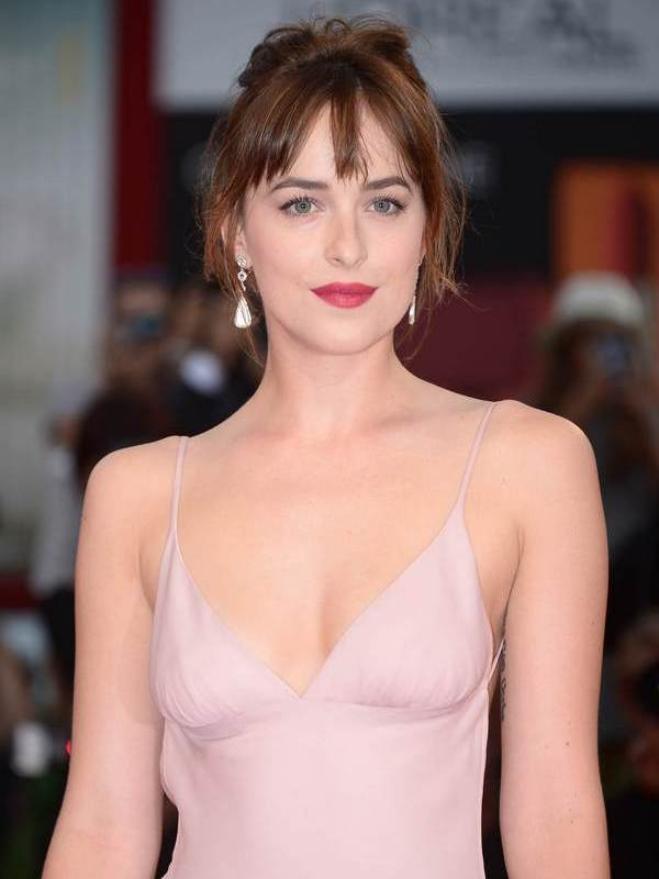 Dakota Johnson height