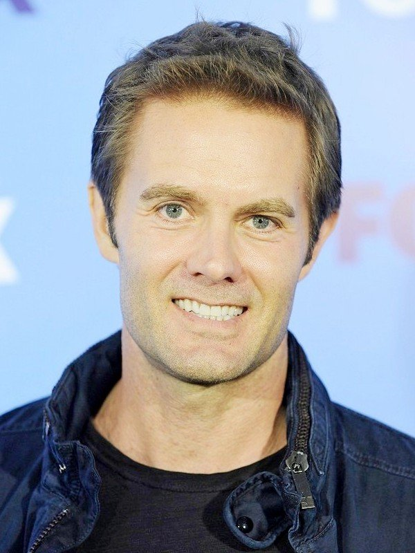 Garret Dillahunt height