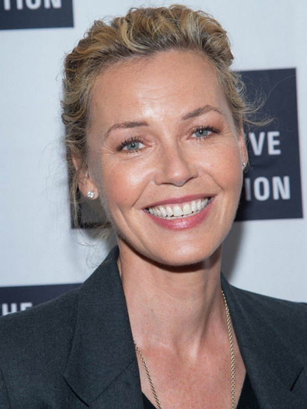 Connie Nielsen height