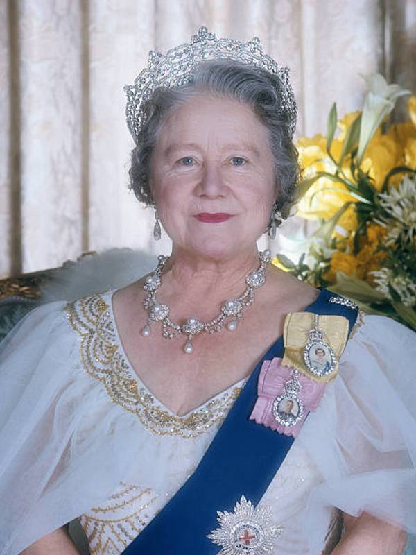 Queen Elizabeth the Queen Mother height