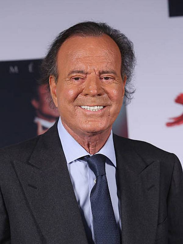 Julio Iglesias Sr. height