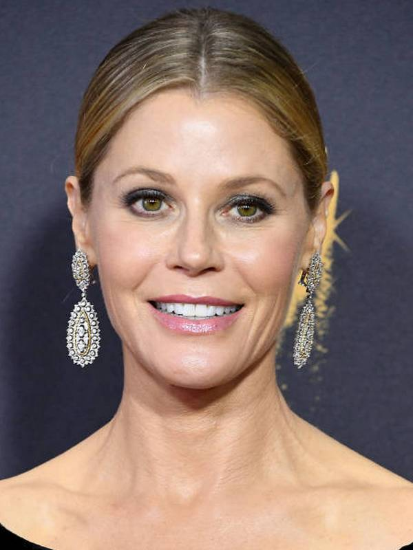 Julie Bowen height