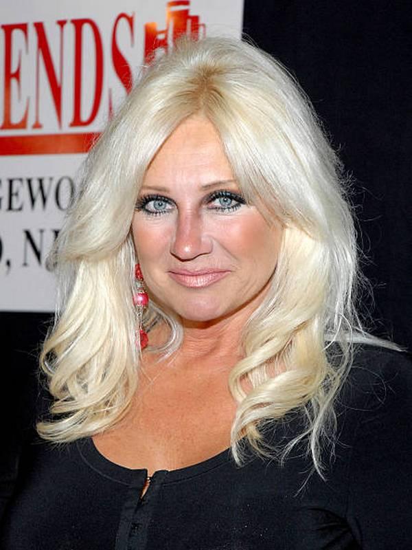 Linda Hogan height