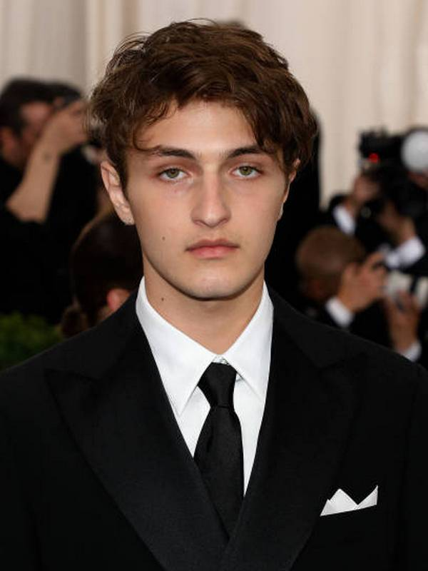 Anwar Hadid height