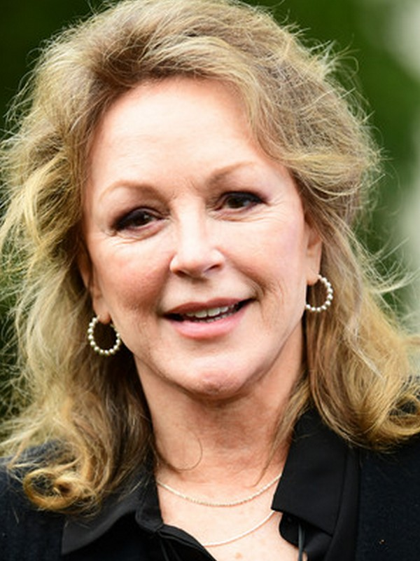Compare Bonnie Bedelia's Height, Weight, Body Measurements with Other Celebs