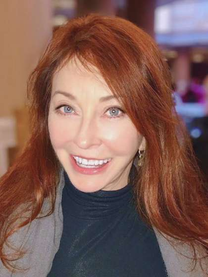Cassandra Peterson full body