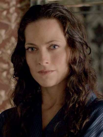Lara Pulver height