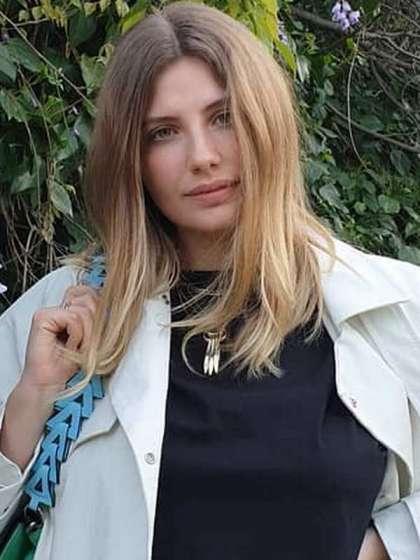 Miriam Giovanelli height