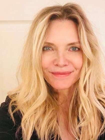 Michelle Pfeiffer height